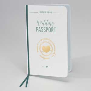 Wedding Passport mit goldenem Herz